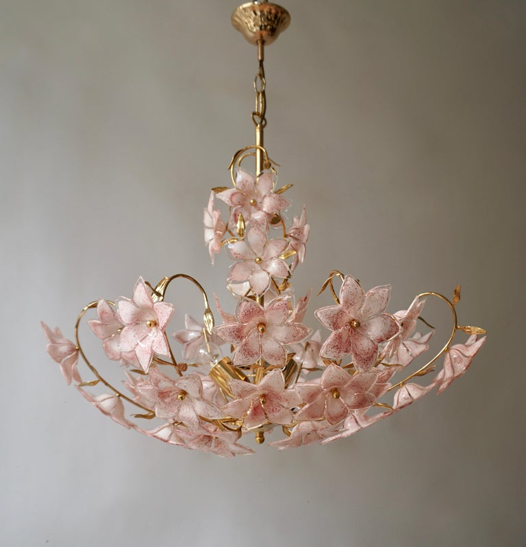 Hollywood Regency Gold Pink Round Chandelier Murano Franco Luce Design 1970s Italian Flowers