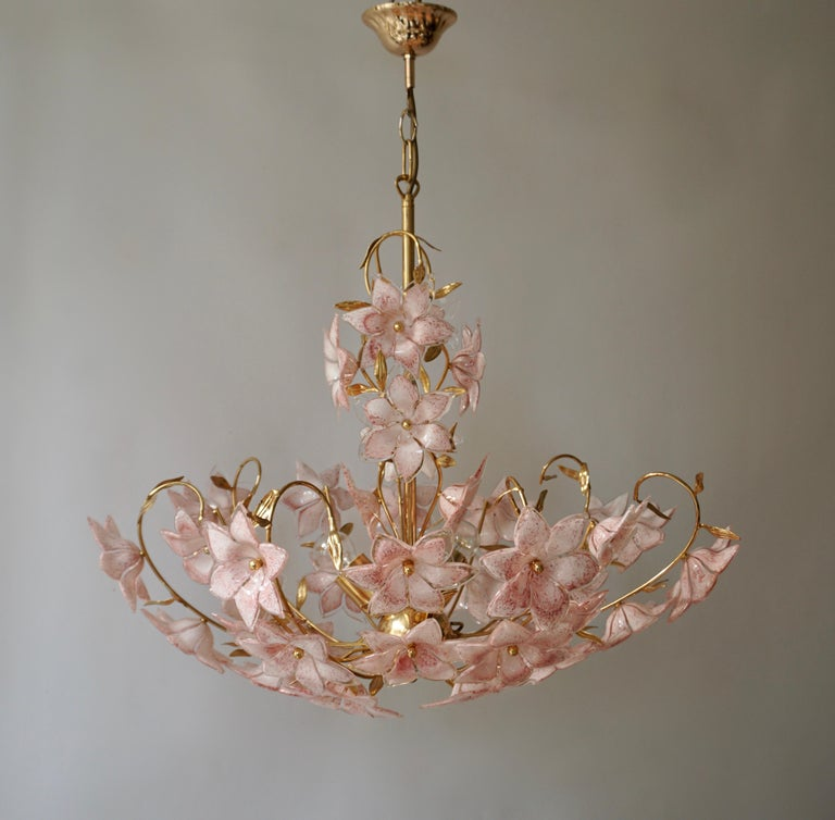 Gold Pink Round Chandelier Murano Franco Luce Design 1970s Italian Flowers In Good Condition In Antwerp, BE