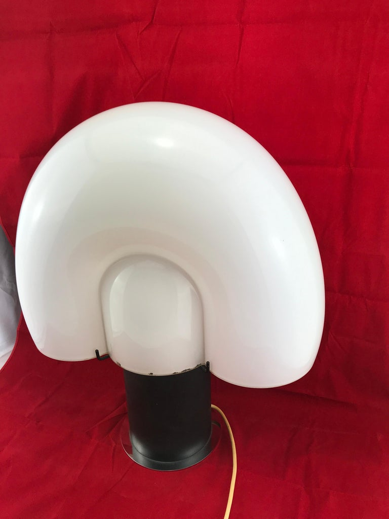 Space Age Mid-Century Modern Italian White Murano Glass Shell Table Lamp 1970s For Sale 4