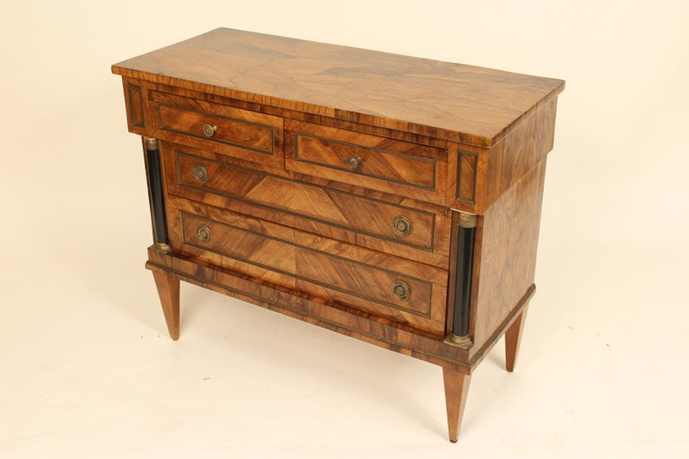 Italian Neoclassical Chest of Drawers In Good Condition For Sale In Laguna Beach, CA