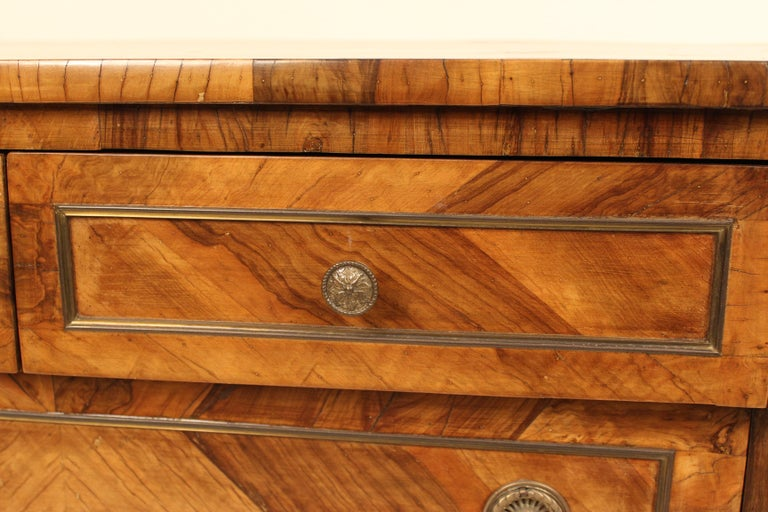 Italian Neoclassical Chest of Drawers For Sale 4
