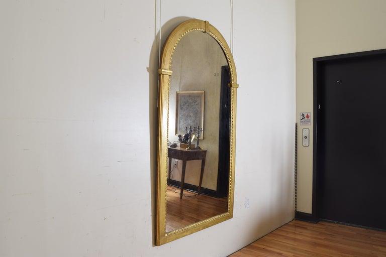 Italian Neoclassic Giltwood Arched Top Wall Mirror, circa 1800 In Good Condition For Sale In Atlanta, GA