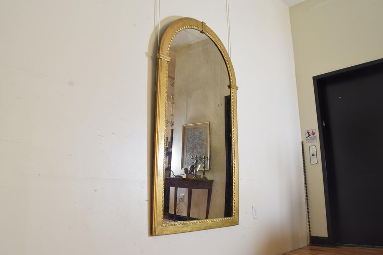 Late 18th Century Italian Neoclassic Giltwood Arched Top Wall Mirror, circa 1800 For Sale