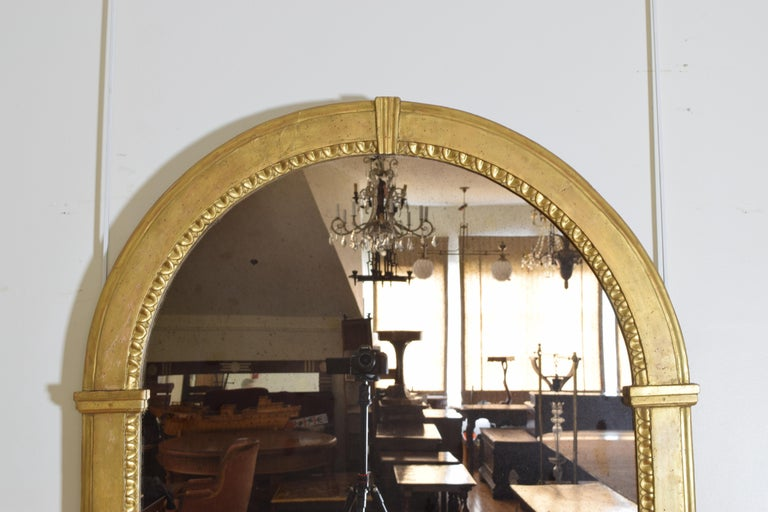 Italian Neoclassic Giltwood Arched Top Wall Mirror, circa 1800 For Sale 2