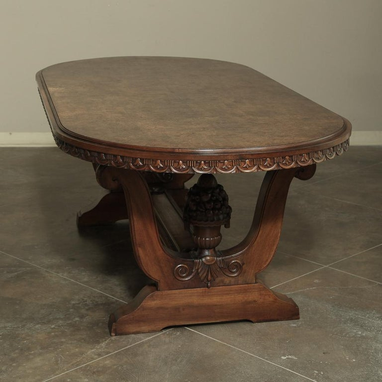 Italian Neoclassic Oval Walnut Dining Table In Good Condition For Sale In Dallas, TX