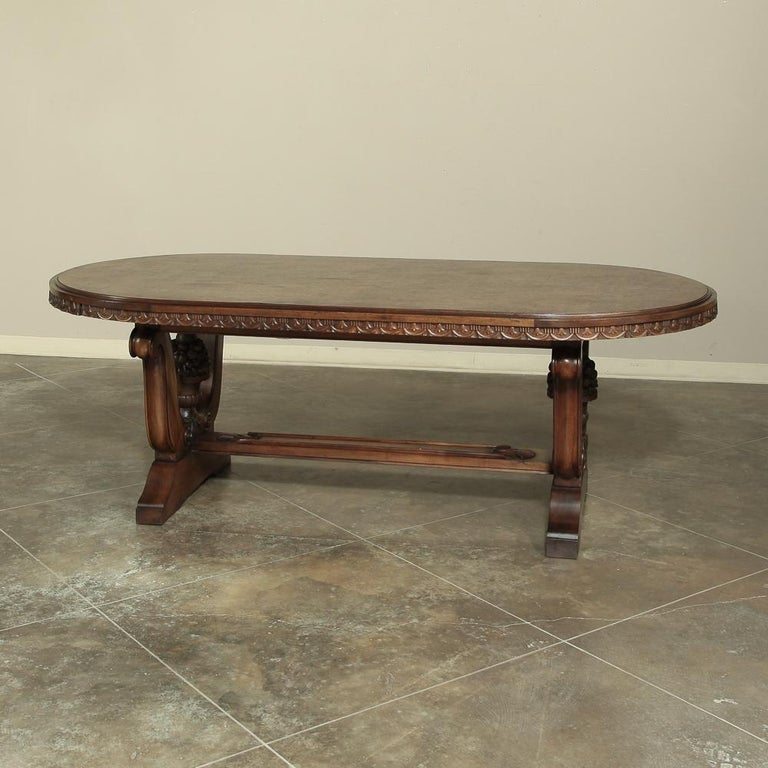 20th Century Italian Neoclassic Oval Walnut Dining Table For Sale