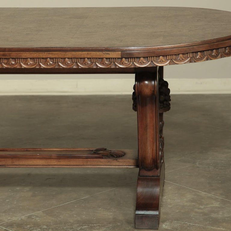Italian Neoclassic Oval Walnut Dining Table For Sale 1