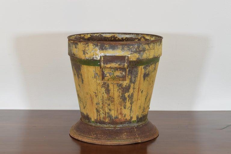 Italian Neoclassic Painted Tole Planter, Second Quarter of the 19th Century In Fair Condition For Sale In Atlanta, GA