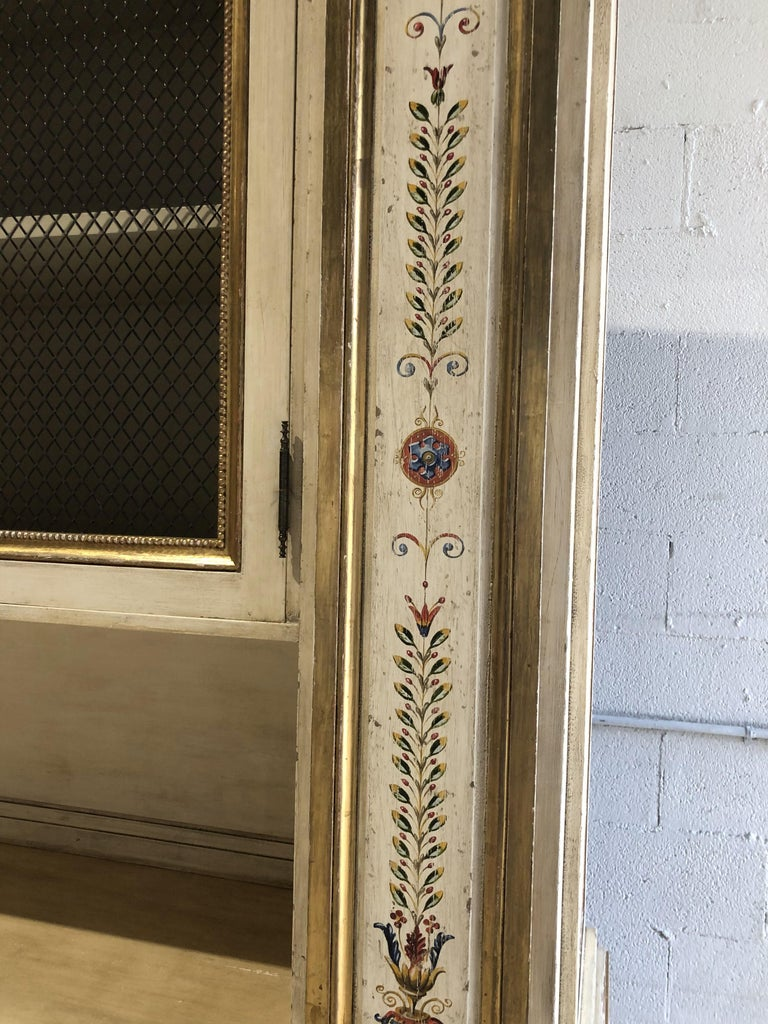 Italian Neoclassic Style Cream Painted and Parcel-Gilt Breakfront/ Bookcase For Sale 1