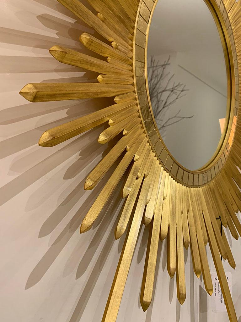 Italian Neoclassic Style 'Modern' Giltwood Sunburst Round Mirrors In Good Condition For Sale In New York, NY