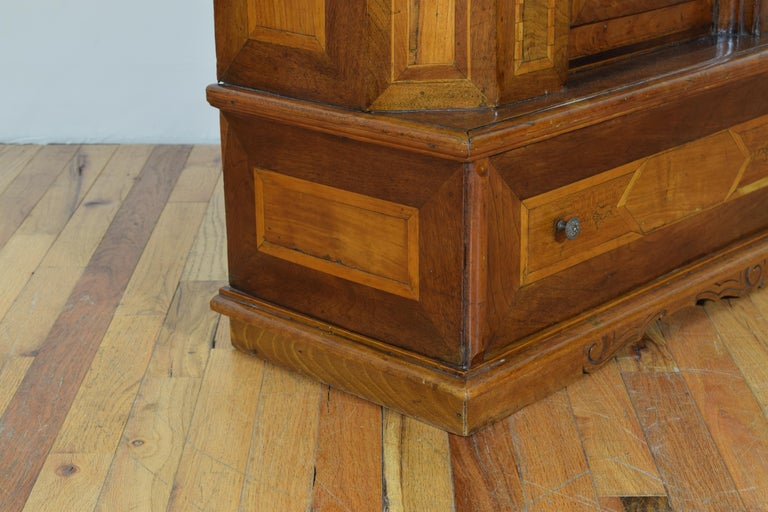 Italian Neoclassic Walnut and Mixed Woods Veneered Piccolo Credenza 19th Century 10