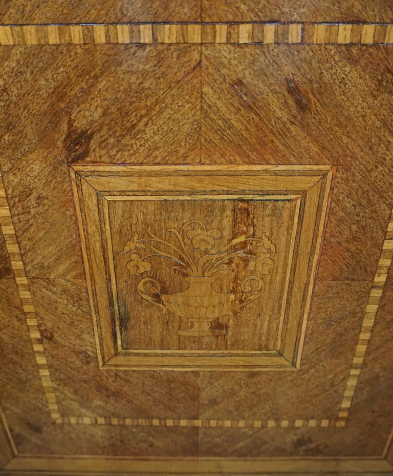 Italian Neoclassical 18th Century Inlaid Walnut 3-Drawer Commode  For Sale 2