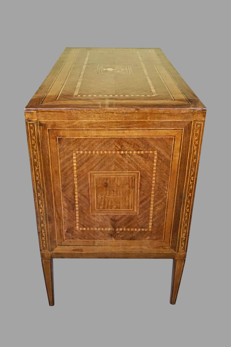 Italian Neoclassical 18th Century Inlaid Walnut 3-Drawer Commode  For Sale 3
