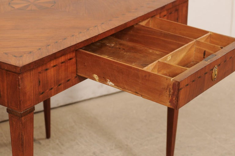 19th Century Italian Occasional Table with Floral Medallion Inlay Adorning Top, Early 19th C For Sale