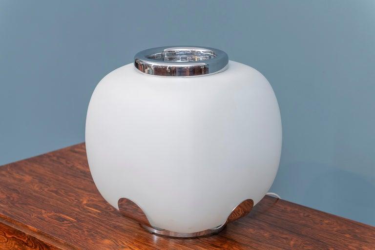 Late 20th Century Italian Opaque Glass Table Lamp Jardinière For Sale