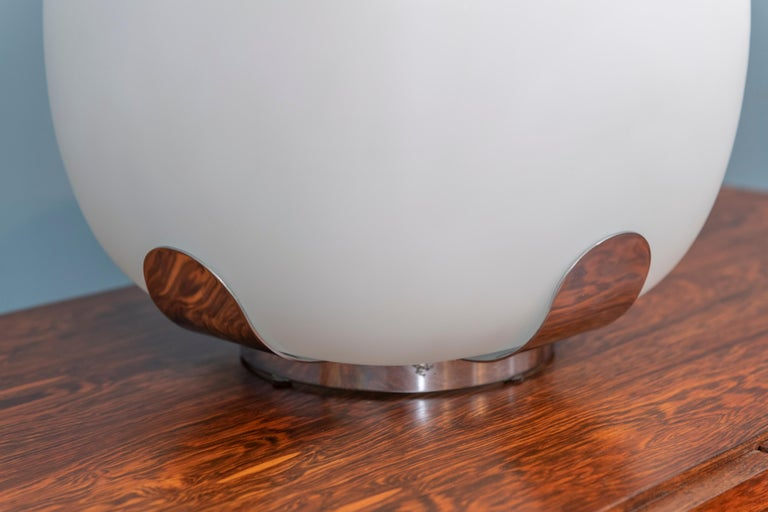 Italian Opaque Glass Table Lamp Jardinière For Sale 1