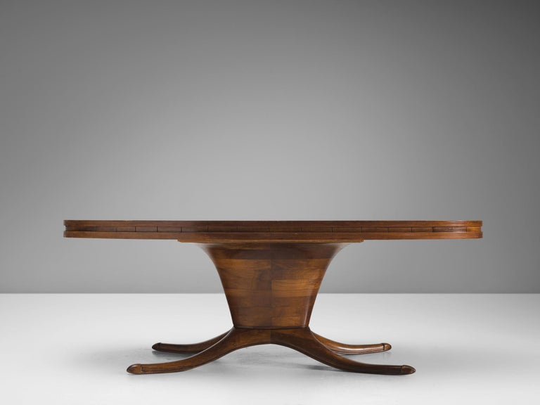Italian Oval Dining Table in Walnut In Good Condition For Sale In Waalwijk, NL