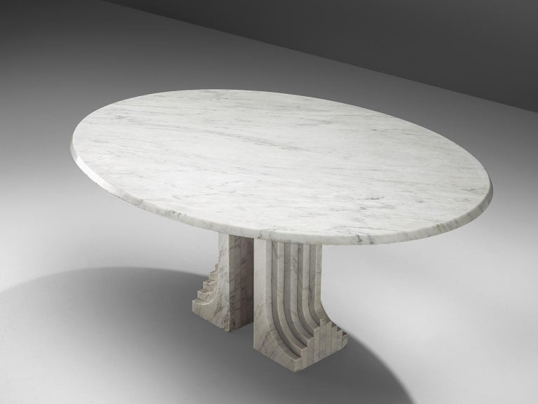 Mid-Century Modern Italian Oval Dining Table in White Marble For Sale