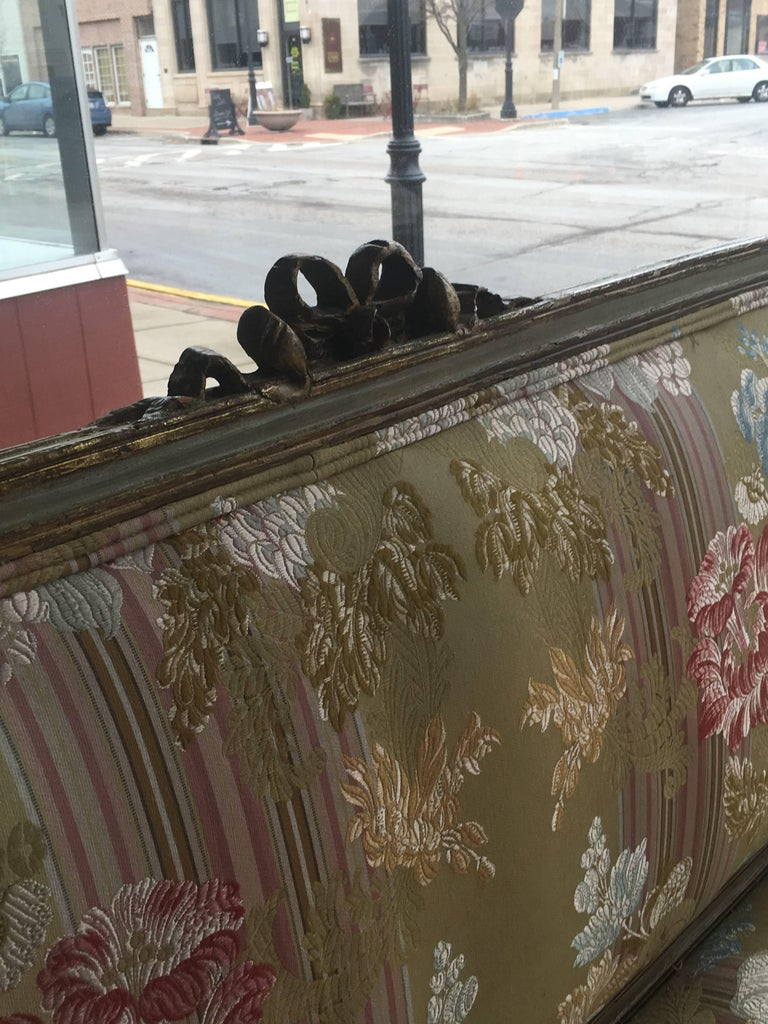 Neoclassical Italian Painted and Parcel-Gilt Settee, 18th Century For Sale