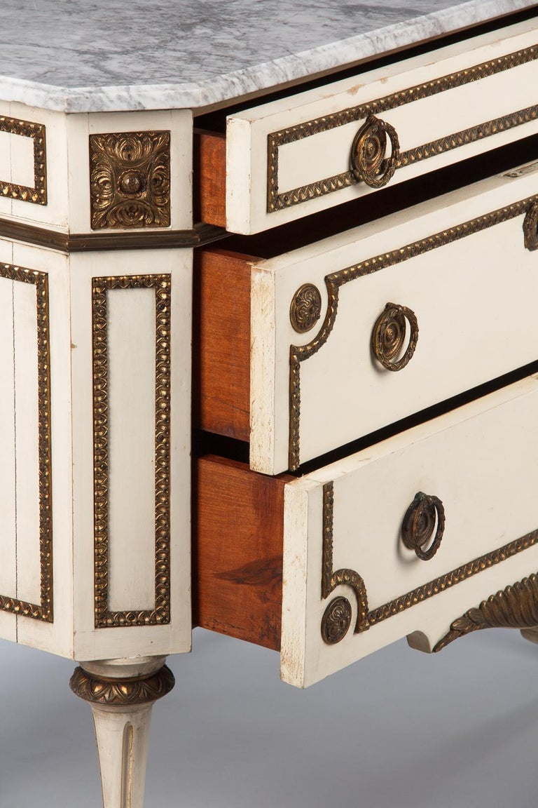 Italian Painted Chest of Drawers with Marble Top in Louis XVI Style, 1940s For Sale 4