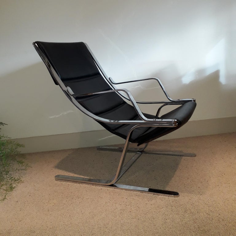 20th Century Italian Pair of Chrome & Leather Armchairs For Sale