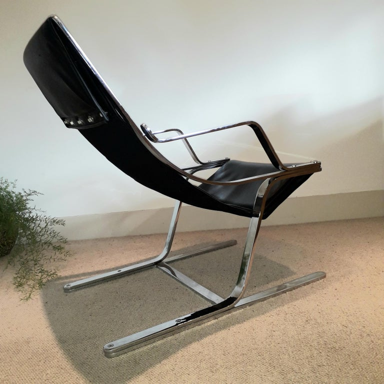 Italian Pair of Chrome & Leather Armchairs For Sale 1