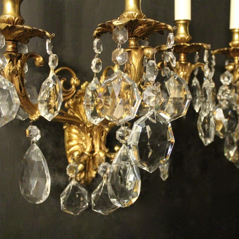 French Italian Pair of Gilded Bronze and Crystal Antique Wall Lights For Sale