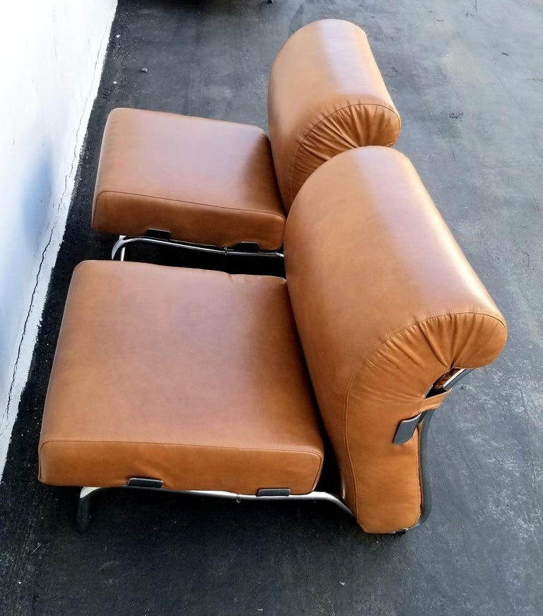 Italian Pair of Lather Chairs In Good Condition For Sale In Los Angeles, CA