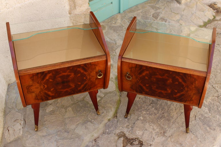 Mid-Century Modern Italian Pair of Nightstands Attributed to Paolo Buffa For Sale