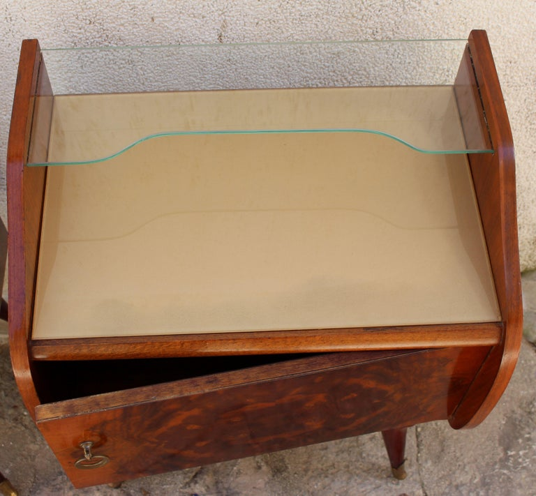 Mid-20th Century Italian Pair of Nightstands Attributed to Paolo Buffa For Sale