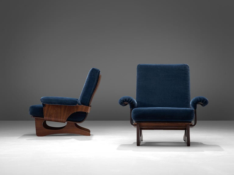 Mid-Century Modern Italian Pair of Rosewood Lounge Chairs in Blue Velvet For Sale