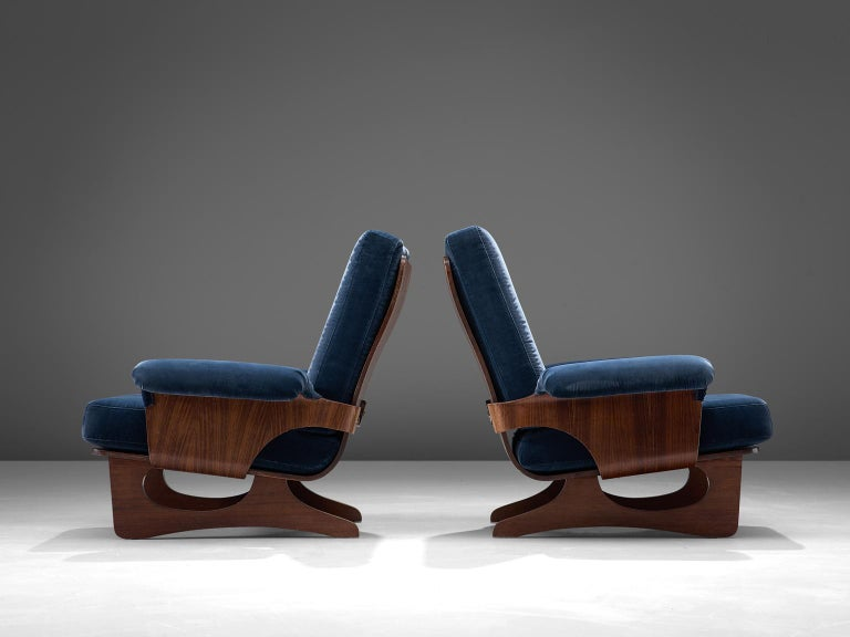 Italian Pair of Rosewood Lounge Chairs in Blue Velvet In Good Condition For Sale In Waalwijk, NL