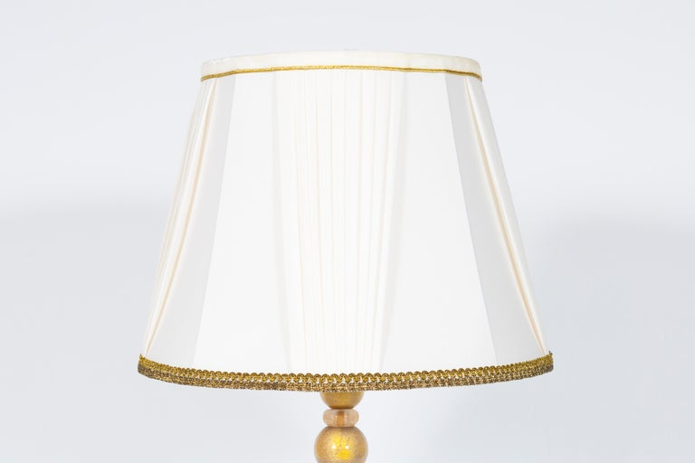 Italian Pair of Table Lamps in Murano Glass Purple Submersed in Strong Gold For Sale 1