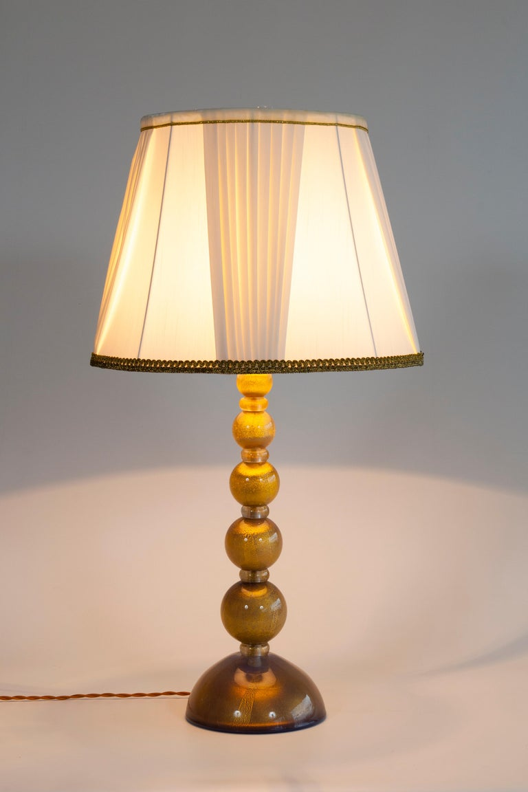 Italian Pair of Table Lamps in Murano Glass Purple Submersed in Strong Gold For Sale 3