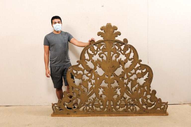Italian Pierce-Carved and Giltwood Fragment Stands Great Headboard For Sale 6