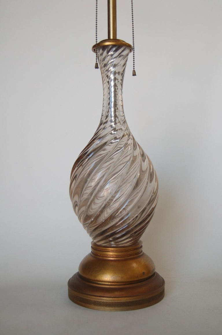 Mid-20th Century Italian Pink Metalic Swirled Murano Glass Table Lamp on Gold Wood Base For Sale