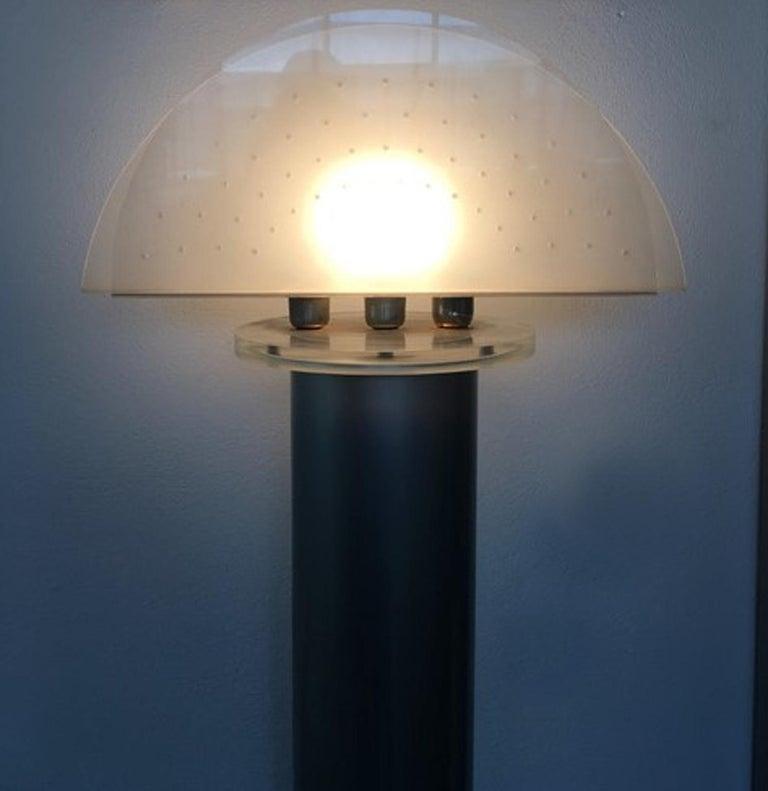 Italian Postmodern Design 1970 Lacquered Aluminium Floor Lamp with Plexiglass For Sale 7