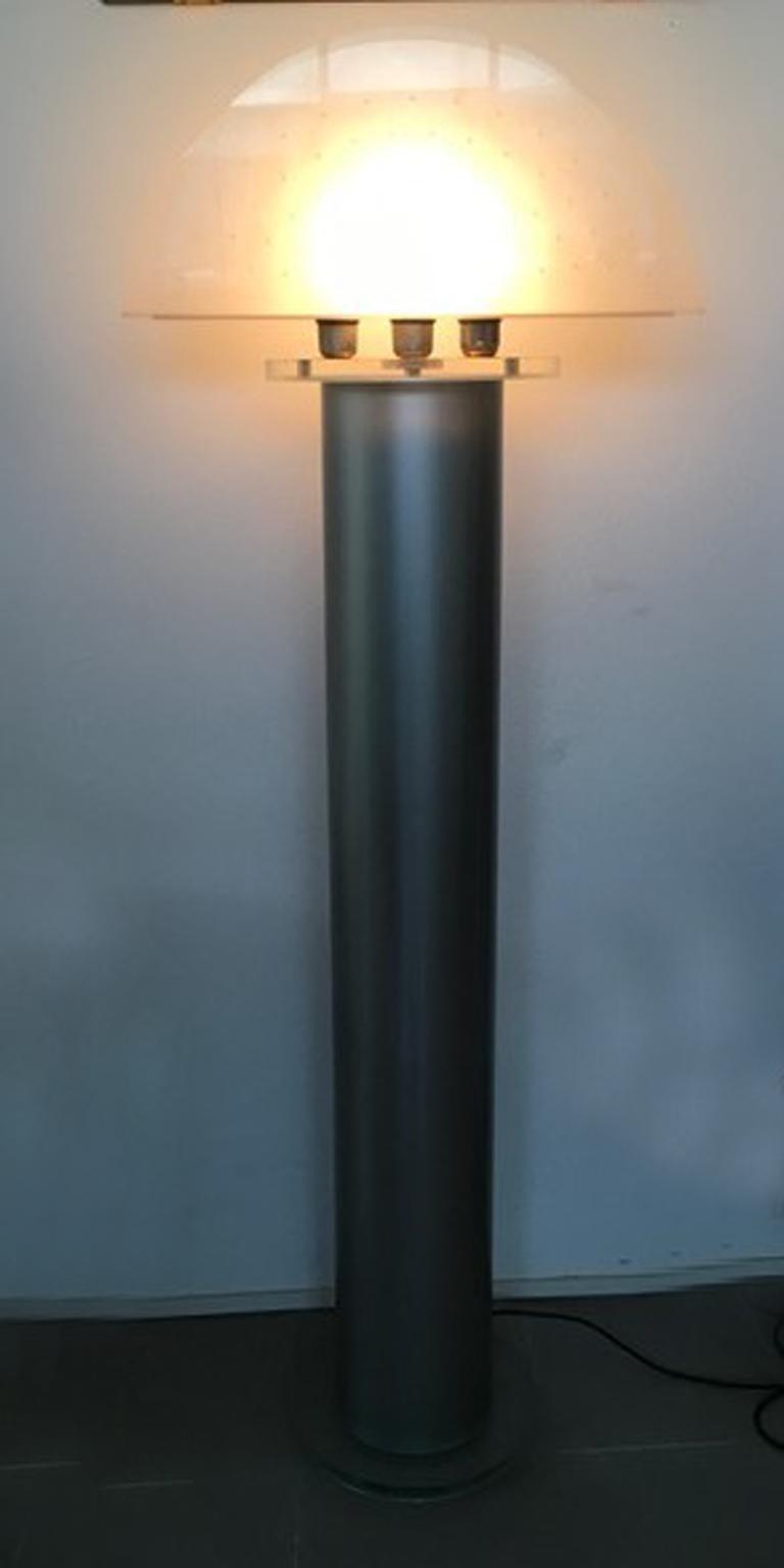 Italian Postmodern Design 1970 Lacquered Aluminium Floor Lamp with Plexiglass For Sale 8