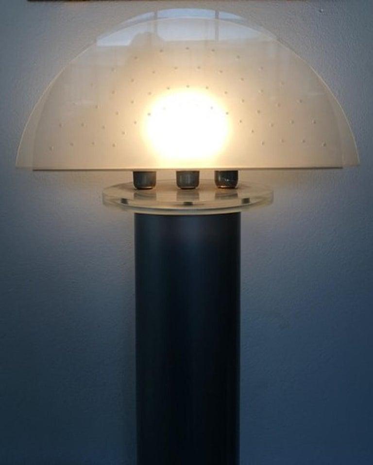Italian Postmodern Design 1970 Lacquered Aluminium Floor Lamp with Plexiglass For Sale 9