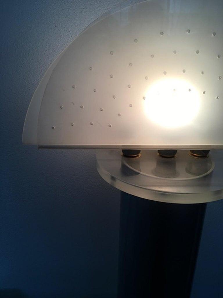 Italian Postmodern Design 1970 Lacquered Aluminium Floor Lamp with Plexiglass For Sale 10