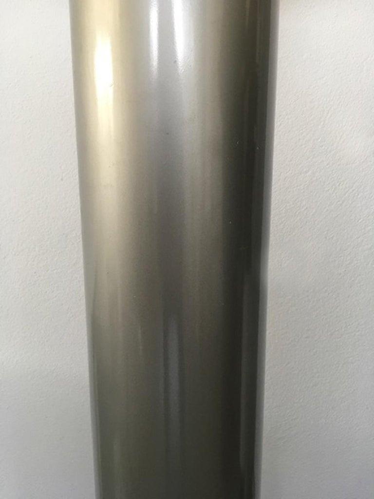 Italian Postmodern Design 1970 Lacquered Aluminium Floor Lamp with Plexiglass In Good Condition For Sale In Brescia, IT