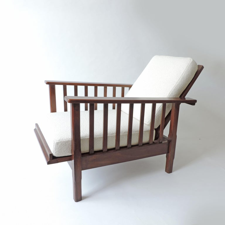 Italian Rationalist adjustable wooden lounge chair, Italy 1940s Measurements when opened 125 x 66 x H 70 cm.