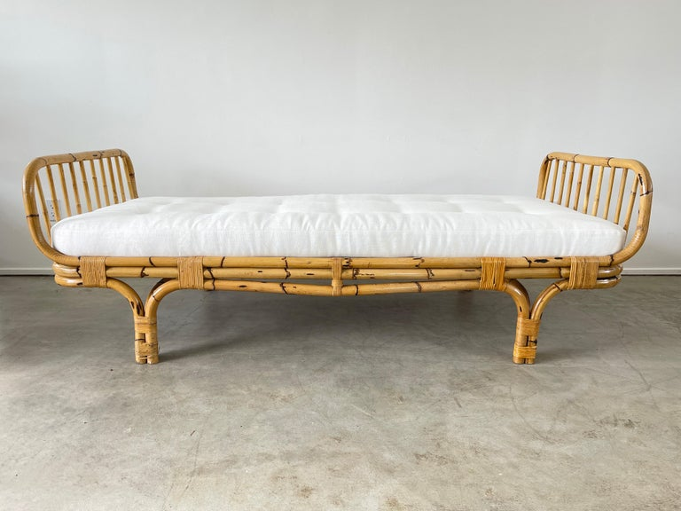 Italian Rattan Daybed In Good Condition For Sale In Los Angeles, CA