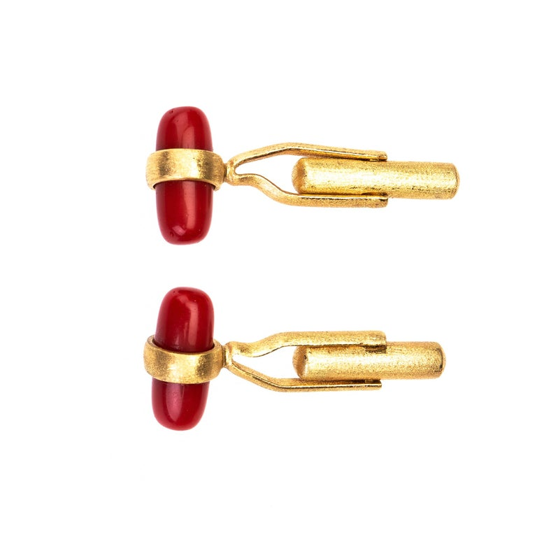 Italian red coral cufflinks 18 k brushed gold In New Condition For Sale In Milan, IT