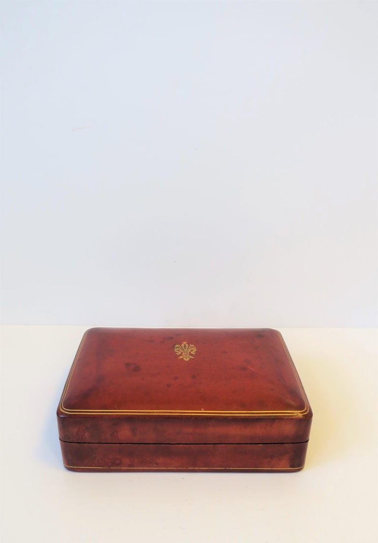 Italian Red Ox Blood Vintage Leather Box In Good Condition For Sale In New York, NY