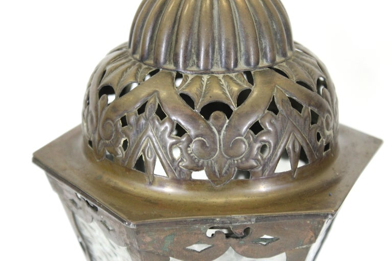 Italian Renaissance Revival Table Lamps in Brass Repousse and Cast Bronze For Sale 1
