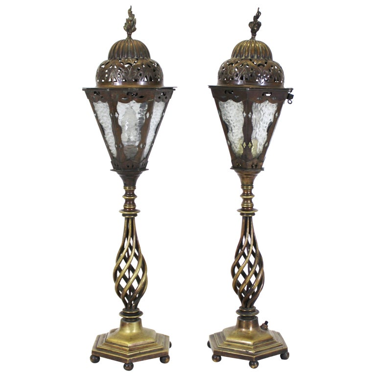 Italian Renaissance Revival Table Lamps in Brass Repousse and Cast Bronze For Sale