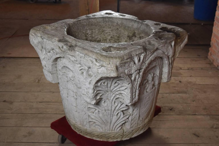 Hand-Carved Italian Renaissance Style 19th Century Stone Well Head For Sale