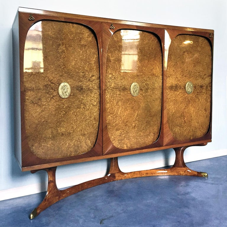 Italian Rosewood Sideboard with Three-Door in Birch Briar Root by Dassi, 1950s For Sale 1