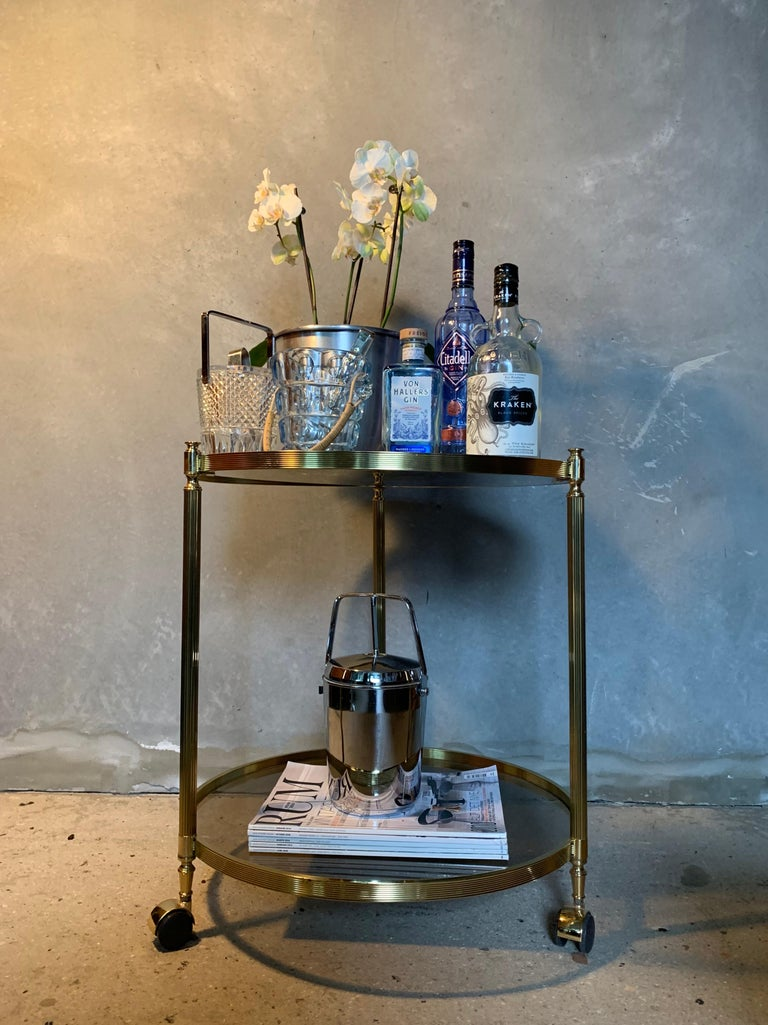 Italian Round Brass and Glass Cocktail Bar Cart In Good Condition For Sale In Copenhagen, DK